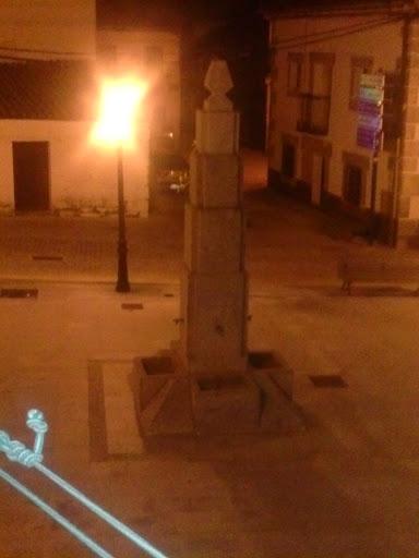 Fuente De La Plaza De Rozas