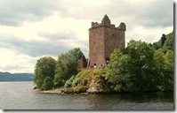800px-Urquhart_Castle_from_Loch_Ness_Scotland