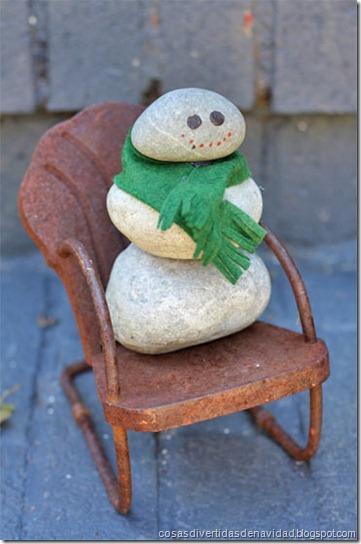 muñeco de nieve de piedras cosasdivertidasdenavidad.blogspot.com