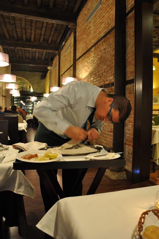 Дорада в соли в ресторане в Гранаде