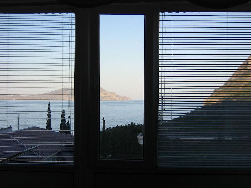 Крым, вид из окна квартиры в Новом Свете
