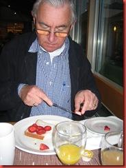 boterhammetje met aardbeitjes als toetje