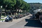 Parking przed włoską szkołą