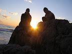 Ja i Adam na skale wystającej z morza. Zrobienie tego zdjęcia kosztowało mnie rozciętą stopę.