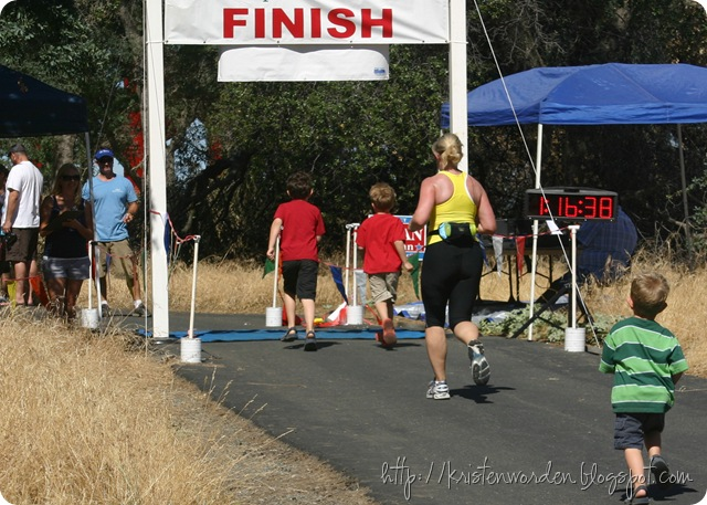 070410finishlinewithboys
