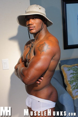 Muscle Hunk Leon Jackson - Miami Beach Sexy Stud