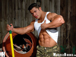 Muscle Hunk Raul De La Guardia from MuscleHunks Gallery 2
