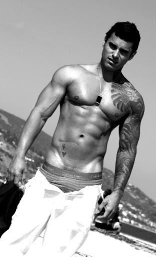 Alexsander Freitas - Bodybuilder and Male Fitness Model Gallery 1
