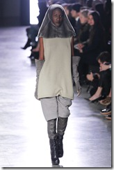 Rick Owens RTW Fall 2011 Runway Photos 19