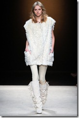 Isabel Marant Ready-To-Wear Fall 2011 Runway Photos 30