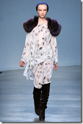 Vanessa Bruno Ready-To-Wear Fall 2011 Runway Photo 37