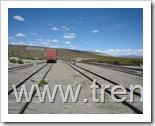 Vista del patio de la estación de Visviri del FCALP, la foto muestra la vista que enfrentan los trenes cuando salen en dirección a la estación de Charaña, Bolivia