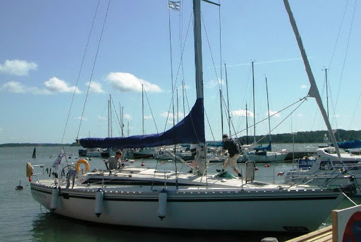 We can offer our students a 40ft Jeanneau Sun Fizz. The yacht has a 3 cabin ...