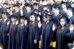 Los-estudiantes-de-Ingenieria-recibieron-en-la-UNAH-los-titulos-que-los-acreditan-como-profesionales-este-miercoles.-UNAH-gradua-profesionales-de-Ingenieria_noticia_full