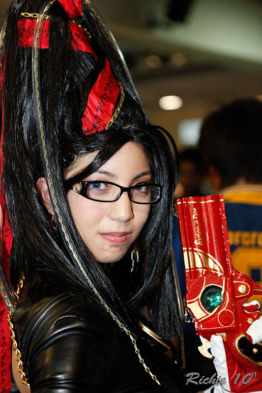 Popular US-based Filipina cosplayer Jan Illenberger cosplays Bayonetta at ToyCon 2010.
