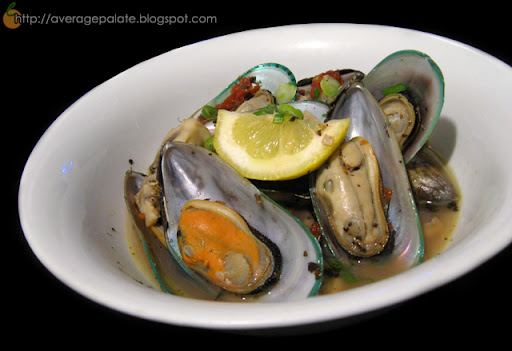 mussels in tomato basil red wine broth