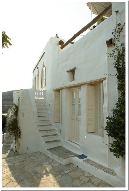 house-in-tinos-island-greece-by-Zege-architects-in-collaboration-with-architect-interior-designer-Marilyn-Katsaris-yatzer-16