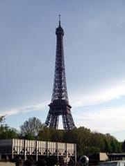Eiffeltornet från en turistbåt