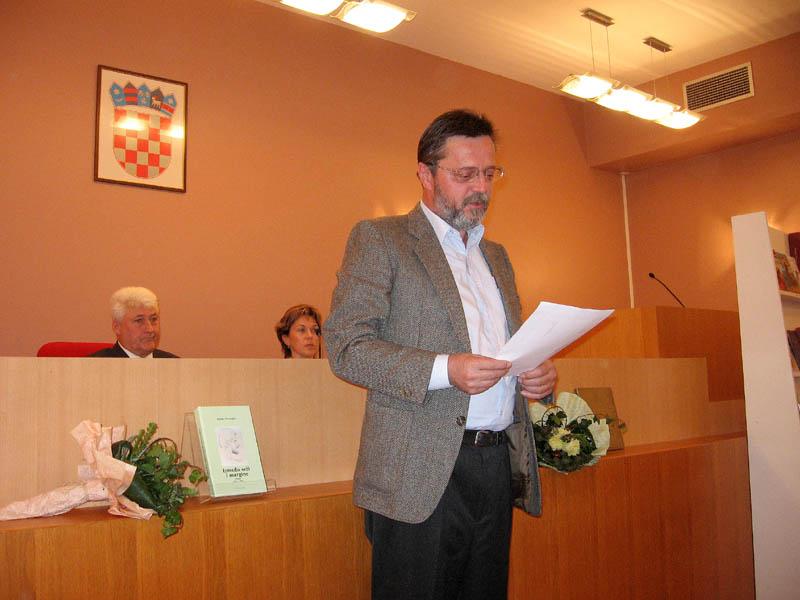 """Ivica Smolec - Na promociji knjiga """"Između srži i margine"""" i """"Čitanje tragova"""" Božidara Prosenjaka u Gradskoj vijećnici, Velika Gorica, 2006."""