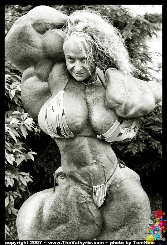massive female muscle morph