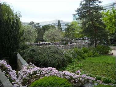 Jardin_Atlantique_Garden_of_Blue_and_Mauve_Paris
