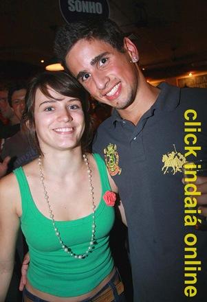 Bianca Bin com o fã Derek, na Pepi's (Crédito: Eduardo Turati)