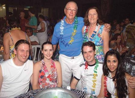 Cláudio Albrecht, presidente do Indaiatuba Clube, com sua família (Crédito: Fábio Alexandre)