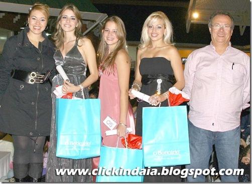 Francis Rossi e Ivo Rocha, diretores da rádio, com Liliane, Amanda e Fabíola (Crédito: Rafael Evaristo)