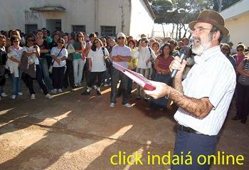 Linho conversa com os servidores (Crédito: Fábio Alexandre)