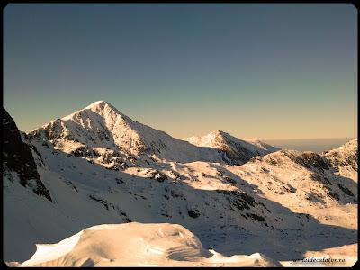 Vf. Retezat (2485 m) si Lolaia