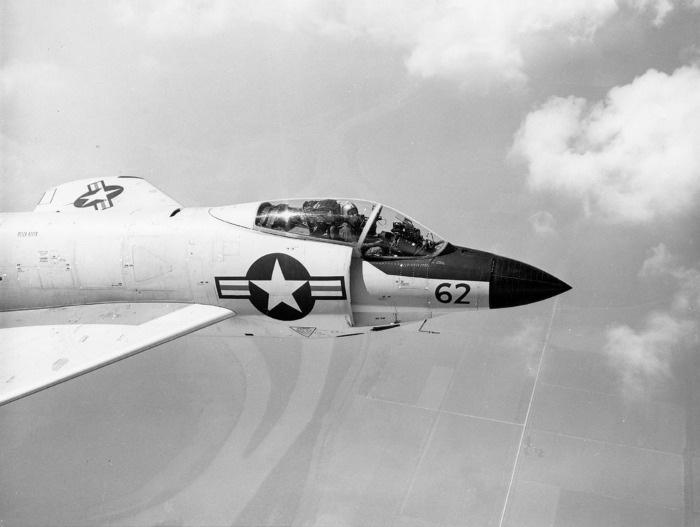 F-3H_Demon2_26_700