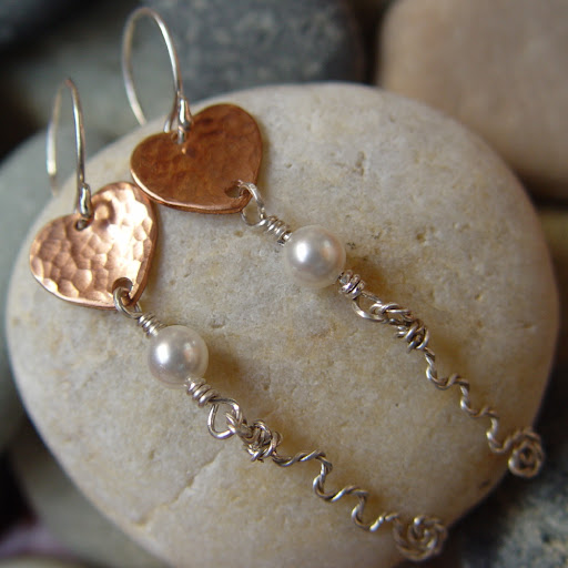 LUNETTE - mixed metal heart and swarovski pearl earrings