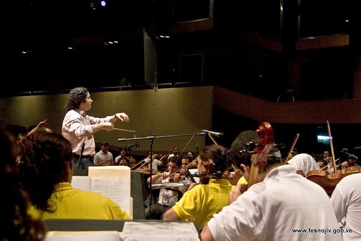 Rehearsal with maestro Gustavo Dudamel. Ríos Reyna Hall. Teresa Carreño Theater. 28-07-2009. Photo: Amilciar Gualdrón.
