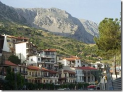 Arachova upper town w mountains