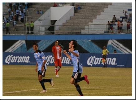 Kevin Zapata festeja el 1-0 de Venados
