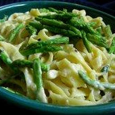 Penne With Asparagus and Cream Sauce