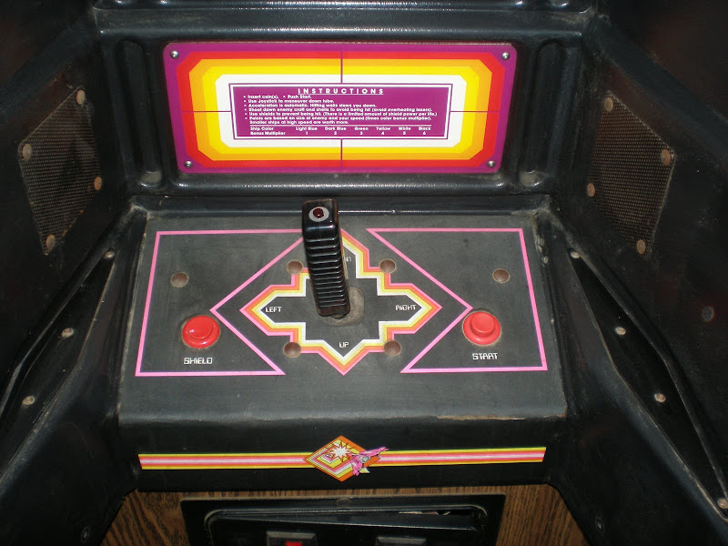 Tunnel Hunt Cabinet Artwork Detail Photo