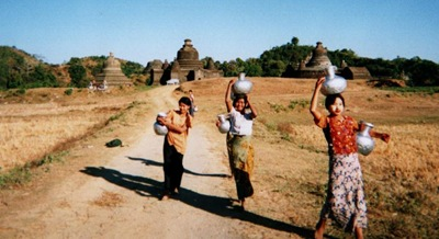 myanmar_mrauk_u_water_collectors