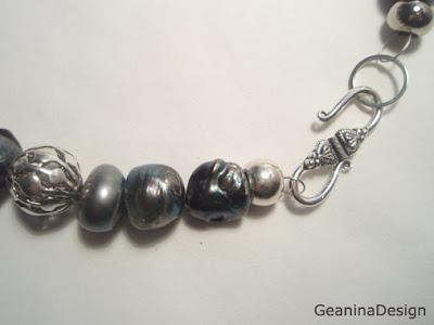 Set de bijuterii: colier din perle negre Biwa - privire de detaliu, incheietoare.