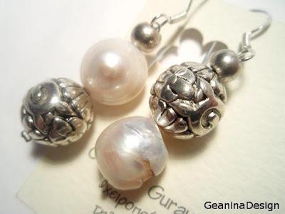 Cercei din perle albe Biwa cu agatatoare din argint realizati manual GeaninaDesign.
