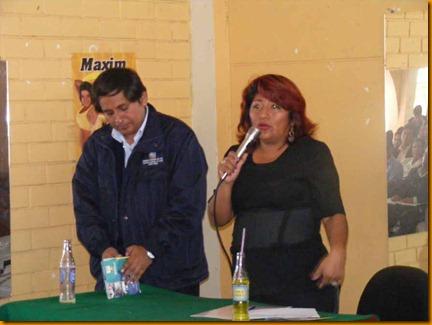 alcaldesa provincial de huarochir, rosa vásquez junto al director de la red de salud de huarochirí, dr javier osorio