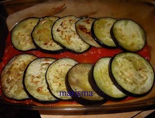 berengenas con tomate en fuente