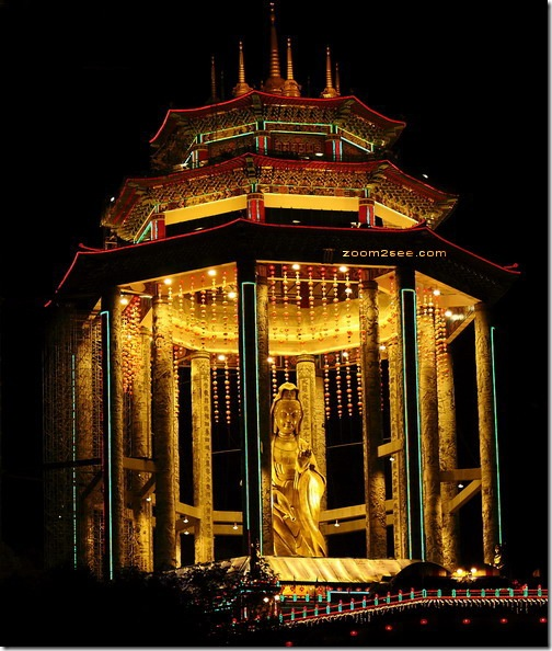 Pavilion for The Goddess of Mercy (Kuan Yin) statue at Kek Lok Si Temple in Air Itam by zoom2see.com