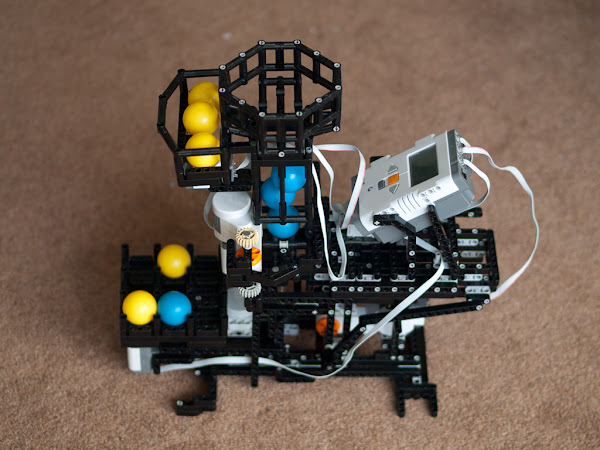 LEGO Mindstorms NXT TicTacToe (Naughts & Crosses) Playing Robot