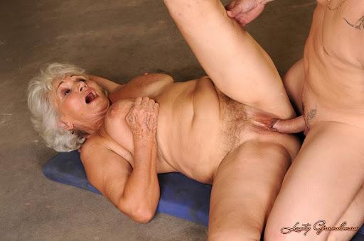 стоит на бабушку фото порно