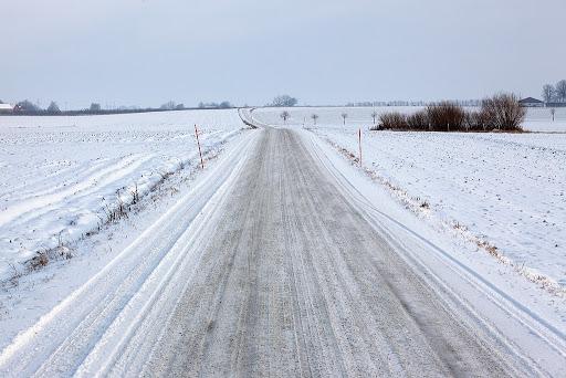 بالاخره بعد از مدتها انتظار کشاورزان بالاخره برف وروان را سفید پوش کرد