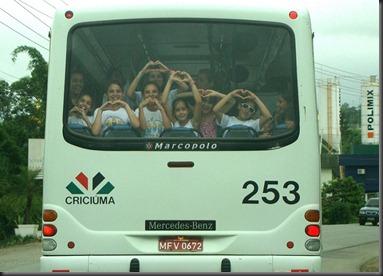 Crianças-no-ônibus-4