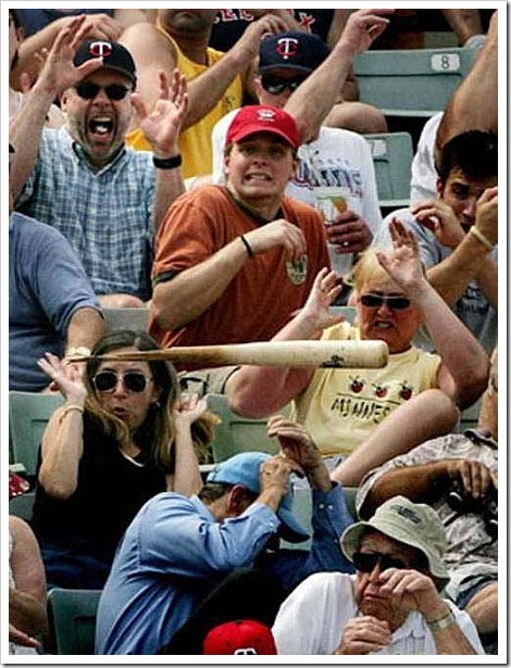 http://lh5.ggpht.com/_2VEaTPMR9yw/So8bHHllZPI/AAAAAAAAAVE/tCLYGRGUAGM/funny_baseball_fail_bat%5B2%5D.jpg?imgmax=800