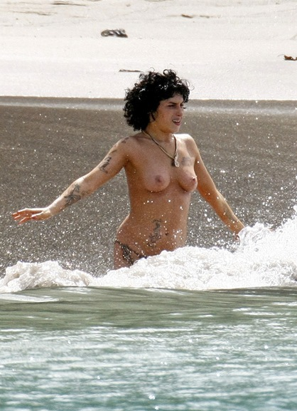 amy-winehouse-topless-2-13