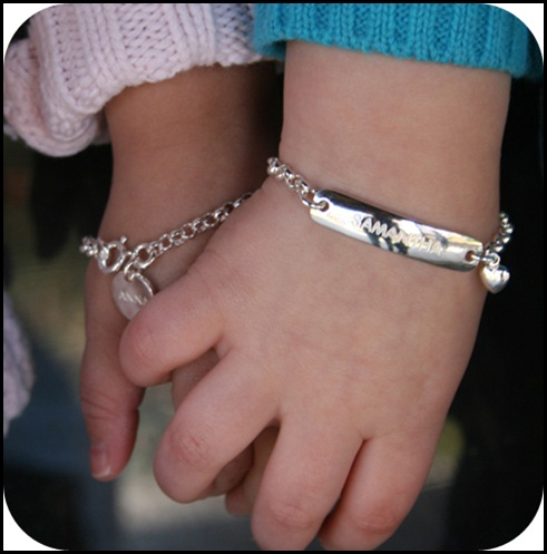 girlsbracelet_01heart onher wrist